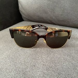 Tory Burch Tortoise Shell sunglasses TY6032